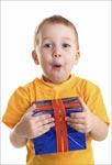 Что подарить ребенку на праздник?