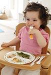 Как научить ребенка есть ложкой?