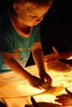 Рисование песком: учим детей творчеству