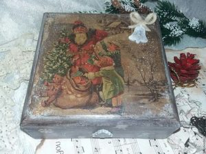 23ef37ca78a220ebc7c09d741c93 dlya doma i interera shkatulka rozhdestvo 300x225 - Подарок на Рождество