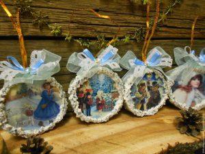 6273f4413bab03bbe242978bbax9 podarki k prazdnikam nabor elochnyh igrushek 300x225 - Подарок на Рождество