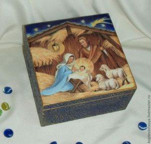 a18680ba70e781f86985c5f795 podarki k prazdnikam korob rozhdestvenskij 300x286 - Подарок на Рождество