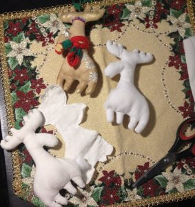 olen 5 283x300 - Мастер-класс по изготовлению рождественского оленя от мастерской «Grapedolls and decor»