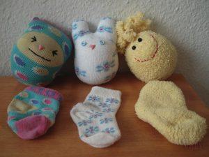 a38675e43f5a477baf7e70b86b065e14 300x225 - Делаем игрушки своими руками для грудничков