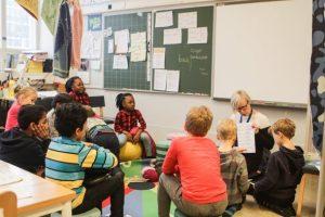 590sv 300x200 - Уроки математики в Финляндии: дети выбирают тариф на телефон и учат дроби в седьмом классе