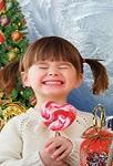 Как правильно выбрать новогодние сладости для ребенка