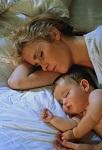 Сколько должны дети спать с матерью