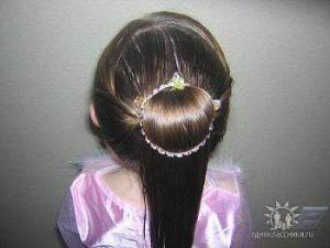 pricheskinarad45 300x225 - Нарядные прически для девочек и мам