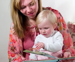 147693220 300x251 - Не успеваете читать детям вслух? 6 способов наладить чтение вслух