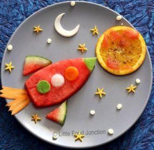 """delaem raketu 300x292 - """"Вкусные картины"""" из овощей и фруктов: съедобно, полезно и увлекательно!"""