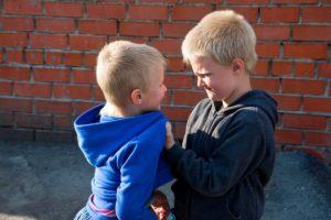 draka i jumor e1509101226679 300x200 - Как научить ребенка постоять за себя – советы психолога