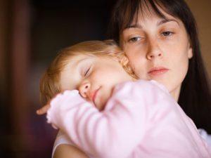 extremely tired mom 300x225 - Как работает горячая линия в помощь матерям
