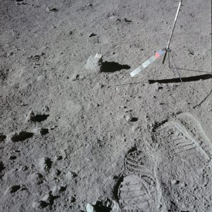 interesnyjj fakt o sledakh na lune 1152x1150 300x300 - Интересные факты для детей