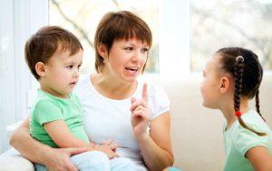 objasnenija detjam 768x482 1 300x188 - Как научить детей правилам вежливости?