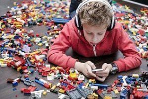 shutterstock 172896839 300x201 - Ребенок из обеспеченной семьи: чего ему не хватает? Будущего.