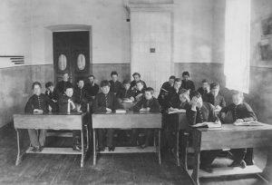 590 300x204 - История выпускных экзаменов: что сдавали вместо ЕГЭ в XIX–XX веках и как поступали в вузы