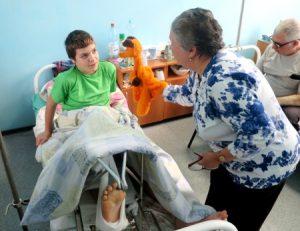 IMG 6940 300x231 - Ребенок грустит в больнице. Как победить больничный синдром?