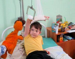 IMG 6977 300x236 - Ребенок грустит в больнице. Как победить больничный синдром?