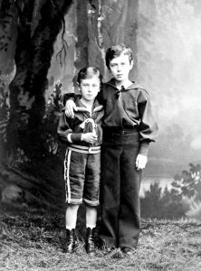 Velikie Knjaz ja Georgii i Nikolai 1877 222x300 - Илья Сургучев «Детство императора Николая II»