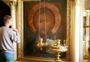 svyashh Andrei Bliznyuk 1 700x481 - Как привести родителей к вере?
