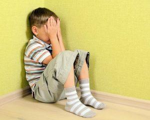 7a25e4c071ce43b2a3cf03ccb113d6ef 300x241 - Стояние в углу: полезно ли такое наказание для ребенка?