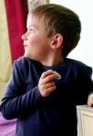 Ребенок берет чужое: что делать?
