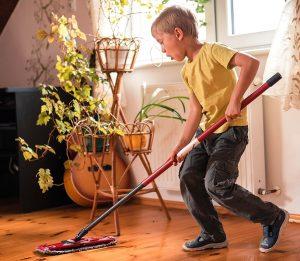 deti2 pomoshh - Ребёнок и карантин: интересно проводим время дома с детьми
