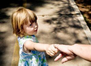cdfa23a9485a3a2b72687edcd282b959 - О безопасности ребенка: почему детям важны понятия «свой» и «чужой»