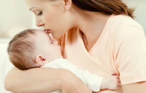 806c22cebe6426af4d0ead7f45241686 1200x520 1 - Чем опасна младенцу тревожная мама, или как освоить «духовную ласку»