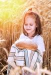 Думы о воспитании: чем питается душа ребенка?