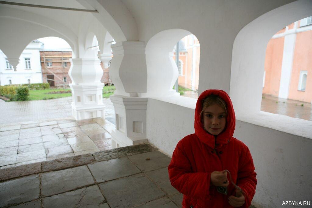 Паперть собора Варлаамо-Хутынского монастыря
