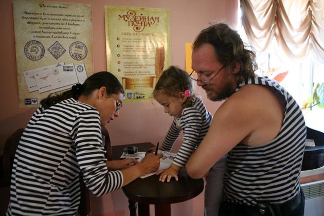 Константин и Елизавета Пархоменко с детьми