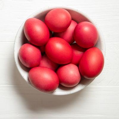 Яйца, крашенные корнем марены красильной