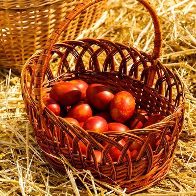 Яйца, крашенные соком ягод и плодов