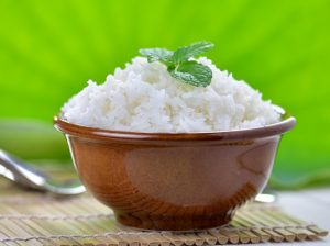 cooked white rice garnished with mint in a ceramic bowl 300x224 - Постная рыбная кулебяка