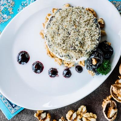Слоёный салат с шампиньонами и черносливом