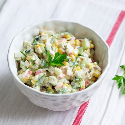 Салат из крабовых палочек с огурцами