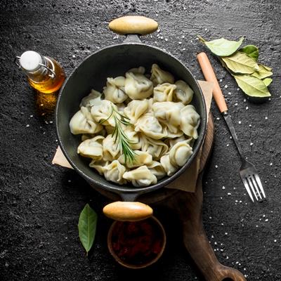 Монастырская кухня: суп со шпинатом и перловкой, ушки с редькой (видео)