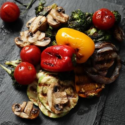 Монастырская кухня: суп-пюре морковно-тыквенный, овощи-гриль, салат из красной фасоли с грибами и сухарями (видео)