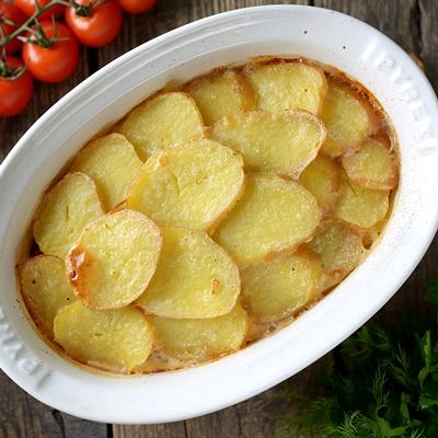 Монастырская кухня: запеканка из картофеля с сельдью, оладьи из овсяных хлопьев (видео)
