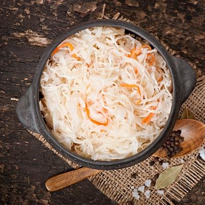 Монастырская кухня: овсянка с луком и изюмом, квашеная капуста (видео)