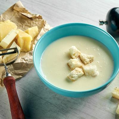 Сливочно-сырный суп на курином бульоне
