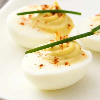 Яйца, фаршированные пикантной заправкой