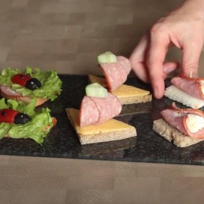 Веселые бутерброды с колбасой