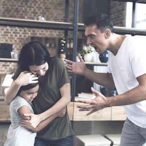 Насилие в семье: кто виноват и что делать