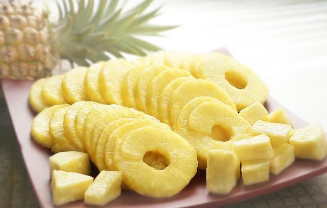 компоте из ананаса консервированного