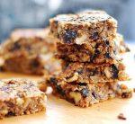 Постный овсяный десерт с орешками и сухофруктами