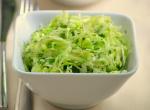 Самый простой летний салат из молодой капусты — еще и полезный!